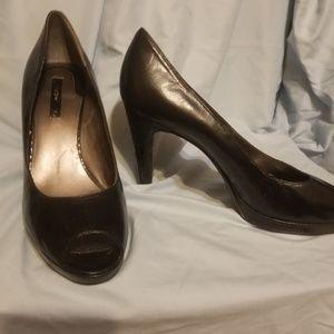 Beautiful heel and platform detail